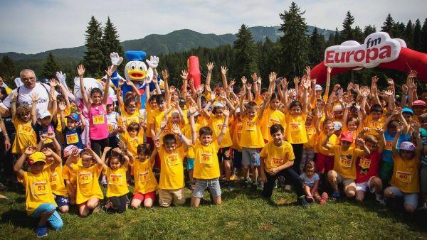 Copiii sunt sarbatoriti la Maratonul DHL Stafeta Carpatilor cu inscriere gratuita la Crosul Copiilor si surprize