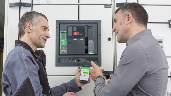 Schneider Electric launches MasterPact MTZ in Romania - the new generation of low voltage switches with built-in meter 1