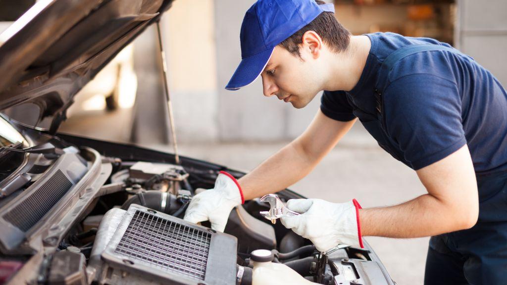 Dacia opreste joi productia de la uzinele din Mioveni; angajatii intra in somaj tehnic