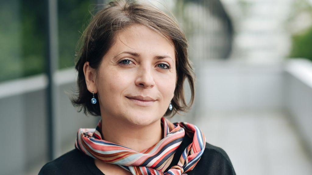 Studiu Deloitte: de la declansarea pandemiei, femeile care lucreaza resimt presiune mai mare, in contextul cresterii responsabilitatilor casnice si a volumului de munca